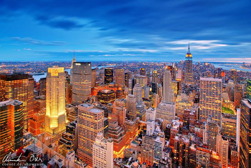 Blick auf die skyline von new york im sonnenuntergang usa